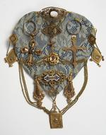 Verzameling sieraden (oorhanger, ring, broche, …)
