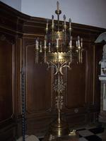 Neogotische kandelaar met lichtkronen