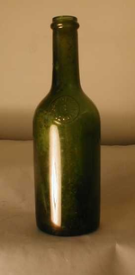 Fles met zegel op de schouder 'Elixir de Guillie', ca. 1900-1940