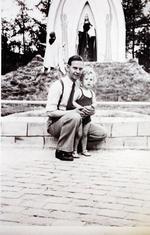 Foto: straatversiering: Simon Stock en Onze-Lieve-Vrouw van de Rozenkrans, Dokter Willemsstraat (Virga Jessefeesten, Hasselt, 1947)