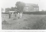 De tuin van het voormalige Gesticht te Rekem vóór de bouw van woningen voor hoger personeel.