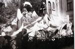 Foto: straatversiering: Bezoek van Maria aan Elisabeth, Zuivelmarkt (Virga Jessefeesten, Hasselt, 1947)