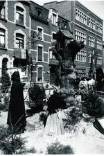Foto: straatversiering: De opkomst van Hasselt: Lombaardstraat - Groenplein (Virga Jessefeesten, Hasselt, 1947)