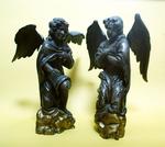 Twee knielende engelen