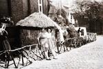 Foto: straatversiering: Onze-Lieve-Vrouw van de Missies Persoonstraat (Virga Jessefeesten, Hasselt, 1947)