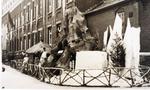 Foto: straatversiering: Onze-Lieve-Vrouw der Missies Persoonstraat (Virga Jessefeesten, Hasselt, 1947)