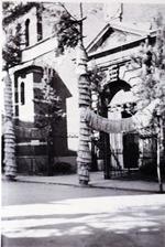 Foto: straatversiering: Sint-Rochuskerk Minderbroedersstraat (Virga Jessefeesten, Hasselt, 1947)