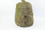 Gevlochten conusvormige bijenkorf.
