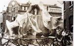 Foto: straatversiering: Onze-Lieve-Vrouw Sterre der Zee, Windmolenstraat (Virga Jessefeesten, Hasselt, 1947)