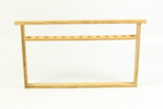 Kweekraam met houten draagband (cellat) voor kunststofdoppen.
