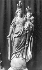 Onze-Lieve-Vrouw met Kind, op wereldbol