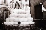 Foto: straatversiering: Kroning van Onze-Lieve-Vrouw Hemelrijk (Virga Jessefeesten, Hasselt, 1947)