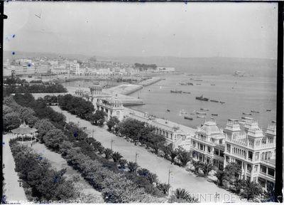 A Coruña [Visual] : [Vista do porto dende o Banco Pastor].