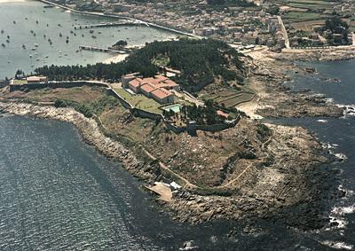 Vista xeral do castelo de Monterreal. Baiona.