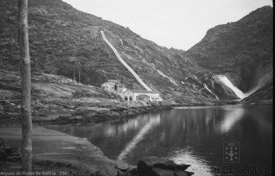 Dumbría: cascada de Ézaro e transformadores de enerxía eléctrica