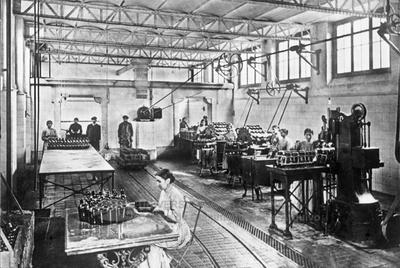 Interior dunha fábrica embotelladora.