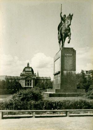 Omnia Zagreb Spomenik Kralju Tomislavu