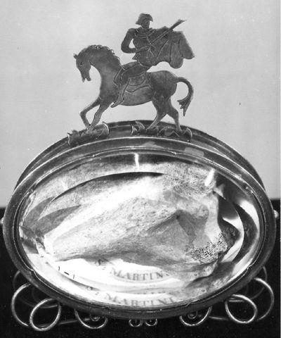 Sint-Martinus te paard die zijn mantel uitdeelt