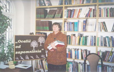 Pierwsza edycja powiatowego konkursu regionalnego Ocalić od zapomnienia, 2001 r.