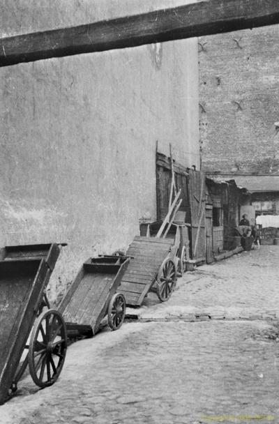 Nieznane podwórko w Warszawie