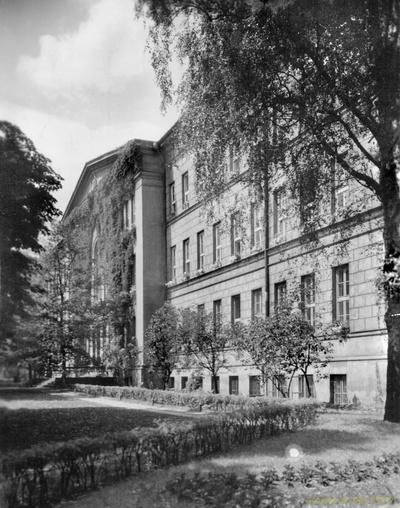 Nieznany budynek reprezentacyjny. Warszawa