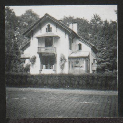 Het huis op de hoek Driebergseweg/Heideweg maakt deel uit van de buitenplaats Heerewegen. Get us van latere datum dan huize  Heerewegen.