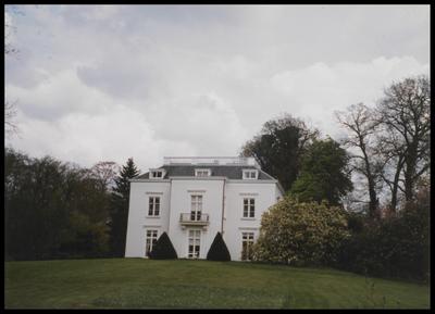 Huize Hoog Beek en Royen dat toch een zekere uitstraling heeft, gelegen aan de Driebergseweg 1.