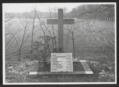 Gedenkteken voor de 10 gefusillieerdentijdens de Tweede Wereldoorlog  aan de Soestdijkerweg
