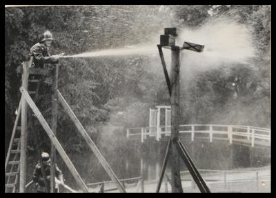 Op de gazons achter het Slot werden op 2 juli 1955 brandweerwedstrijden gehouden.