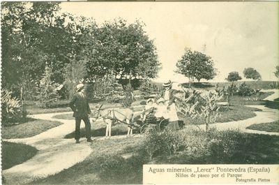 Aguas Minerales Lérez. Niños de paseo por el parque: Pontevedra (España)