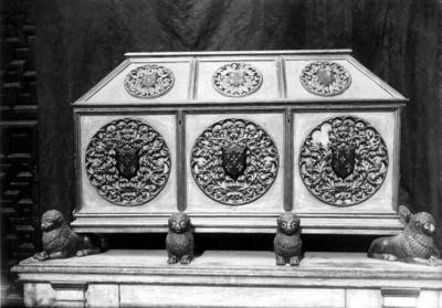 Sepulcro y restos de don Rodrigo de Narváez de la Iglesia de San Sebastián