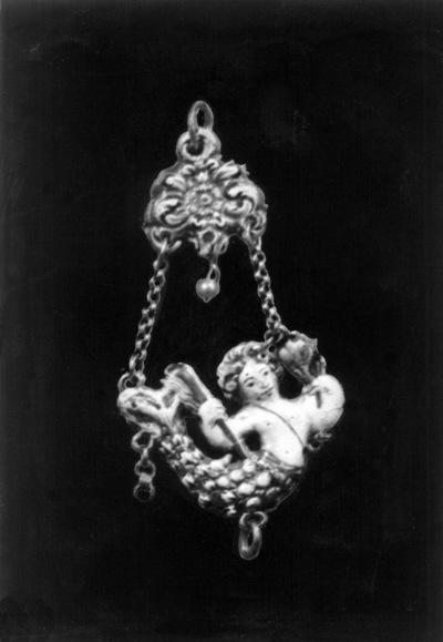 Sirena esmaltada de la Virgen del Rosario (colgante) [Material gráfico] : de la Iglesia de Santo Domingo de Antequera