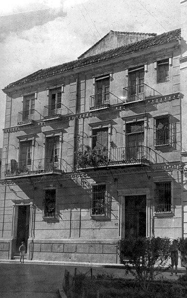 Fachadas de viviendas en la Plaza del Teatro [Material gráfico]