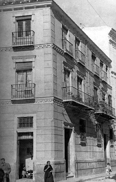 Fachada de viviendas en la Plaza del Teatro [Material gráfico]