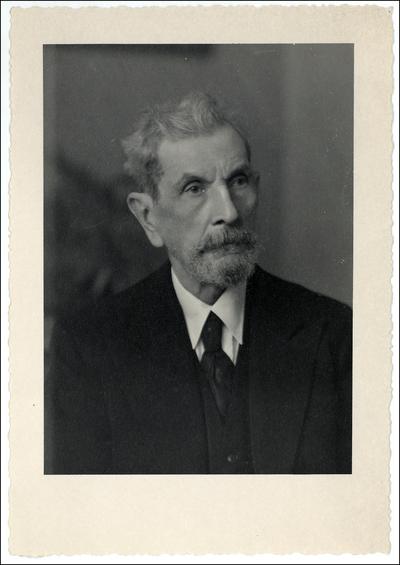 Víctor Manuel Ovalles [Material gráfico]