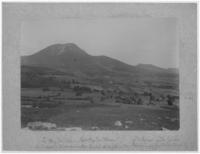 Le Puy-de-Dôme, Petit Puy-de-Dôme, Puy de Pariou, Puy des Goules. Le circuit d'Auvergne entre Enval et la plaine de Laschamps (jour de la coupe Gordon-Benett)