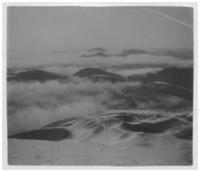 Chaîne des Puys, partie Nord, vue du puy de Dôme, sous les nuages