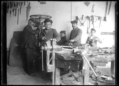 Retrato de trabajadores en un taller