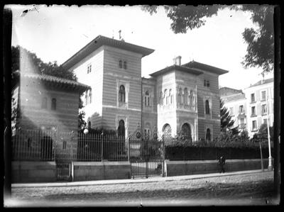 Vista de un edificio de estilo neomudéjar