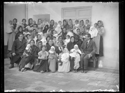 Retrato de grupo, mujeres con niños pequeños