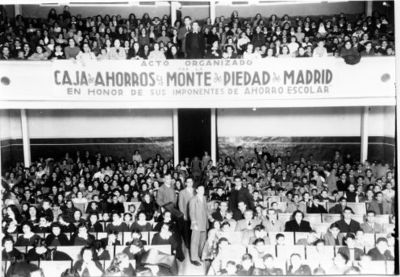 Acto Organizado por la Caja de Ahorros y Monte de Piedad de Madrid en Honor de Sus Imponentes de Ahorro Escolar [Fotografía]