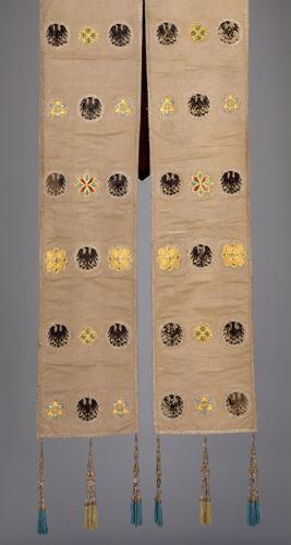 Die Stola des Ornats Kaiser Franz I. Stephan von Lothringen (Barockkopien nach den Gewändern des Krönungsornates des Heiligen Römischen Reiches)