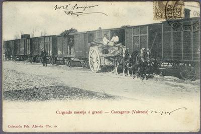 Cargando naranja a granel [Material gráfico]: Carcagente (Valencia).
