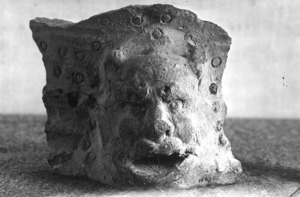 Fragment d'un objecte de fang d'època romana.