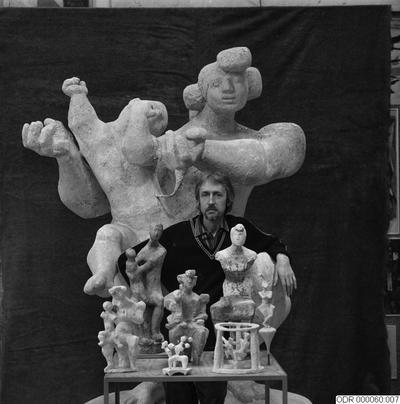 man, skulptur, museum, män, bråhammar, skulpturer, intendent, konst