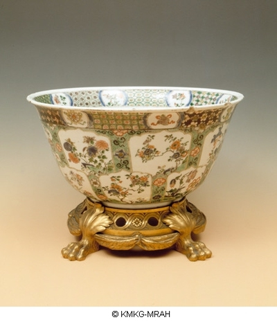 Large bowl decorated in famille verte on a 19th century European gilded bronze mount