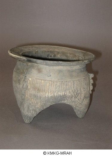 Tripod cooking vessel, li (funerary vessels)