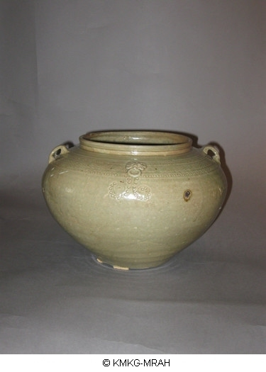 Vase with two small handles (Yue ware)