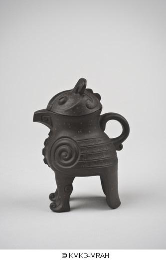 Teapot in the shape of a 'niaozun'