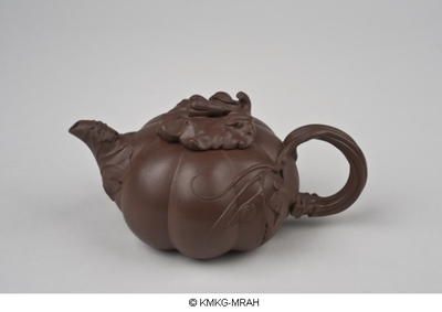 Teapot in the shape of a gourd
